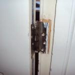 Only 1 screw on a fire door hinge!